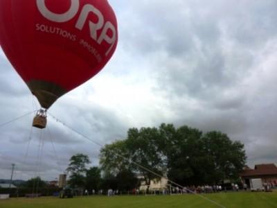 Montgolfière captive pour les fêtes de Biron près d'Orthez
