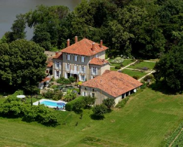 Le Château de Lahitte vu de la montgolfière