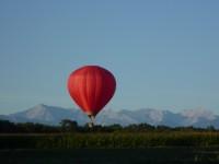 La montgolfière vole au grès du vent