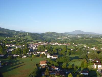 Vol en montgolfière au dessus des toits du Pays Basque