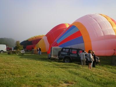 Décollage d'une grappe de 5 montgolfières pour Euralis