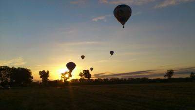 Décollage de 5 montgolfières de Labégorce - Château Margaux - Traversée de l'estuaire de la Gironde au Nord de Bordeaux